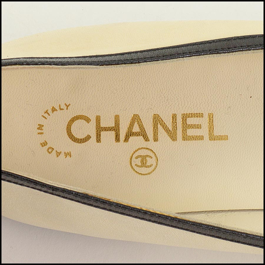 RDC11302 Chanel Ivory/Black Leather Ballet Flats Size 42 tag