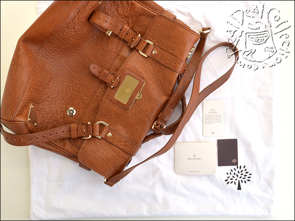 Mulberry Oak Leather Travel Messenger Includes