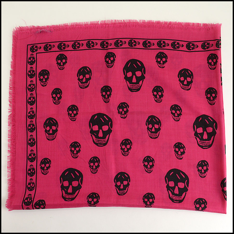 RDC9874 Pink/Black AM Scarf close up