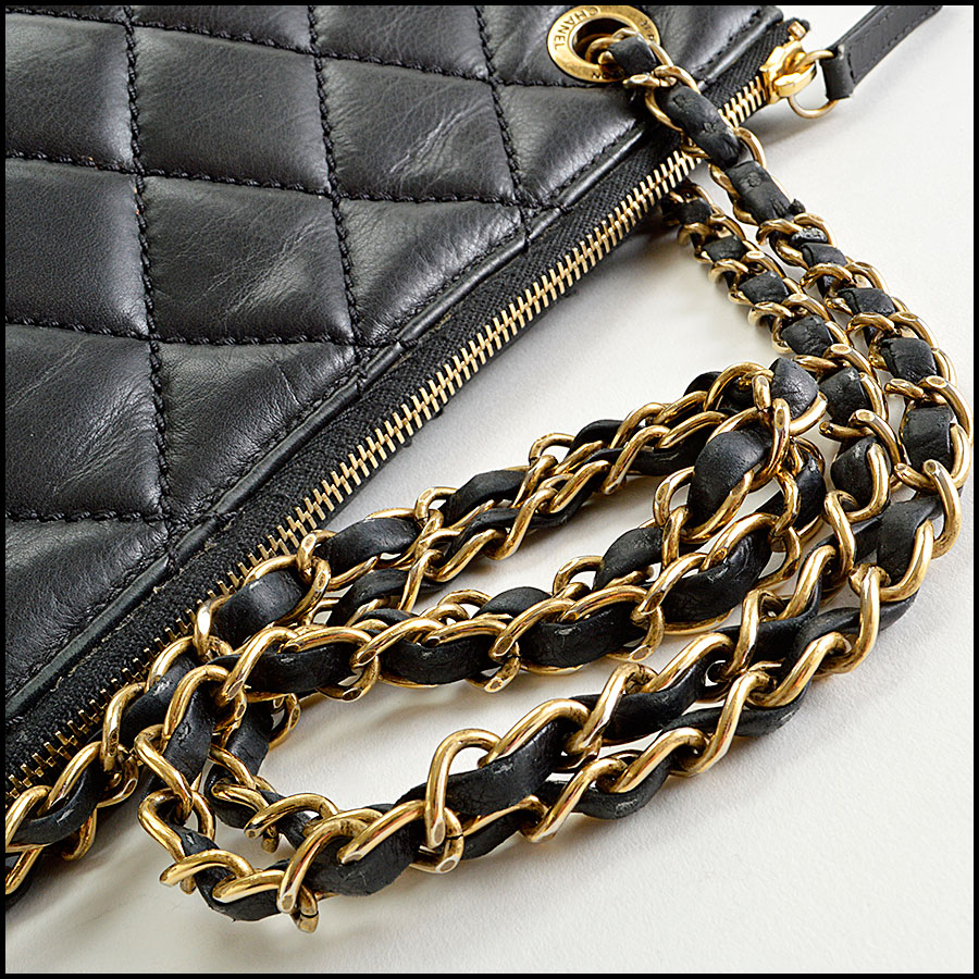 RDC8181 Chanel Black Quilted Blizzard Zip Top Tote handle
