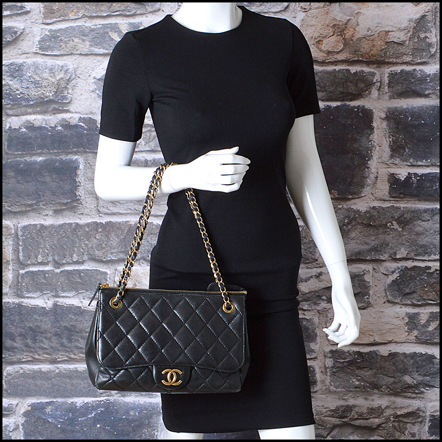RDC8181 Chanel Black Quilted Blizzard Zip Top Tote model