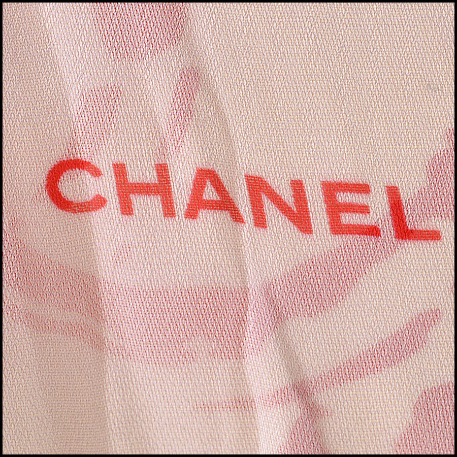 RDC7796 Chanel cream and red scarf logo