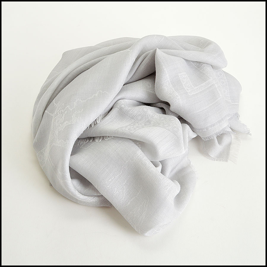 RDC8003 Grey across the globe long scarf fold