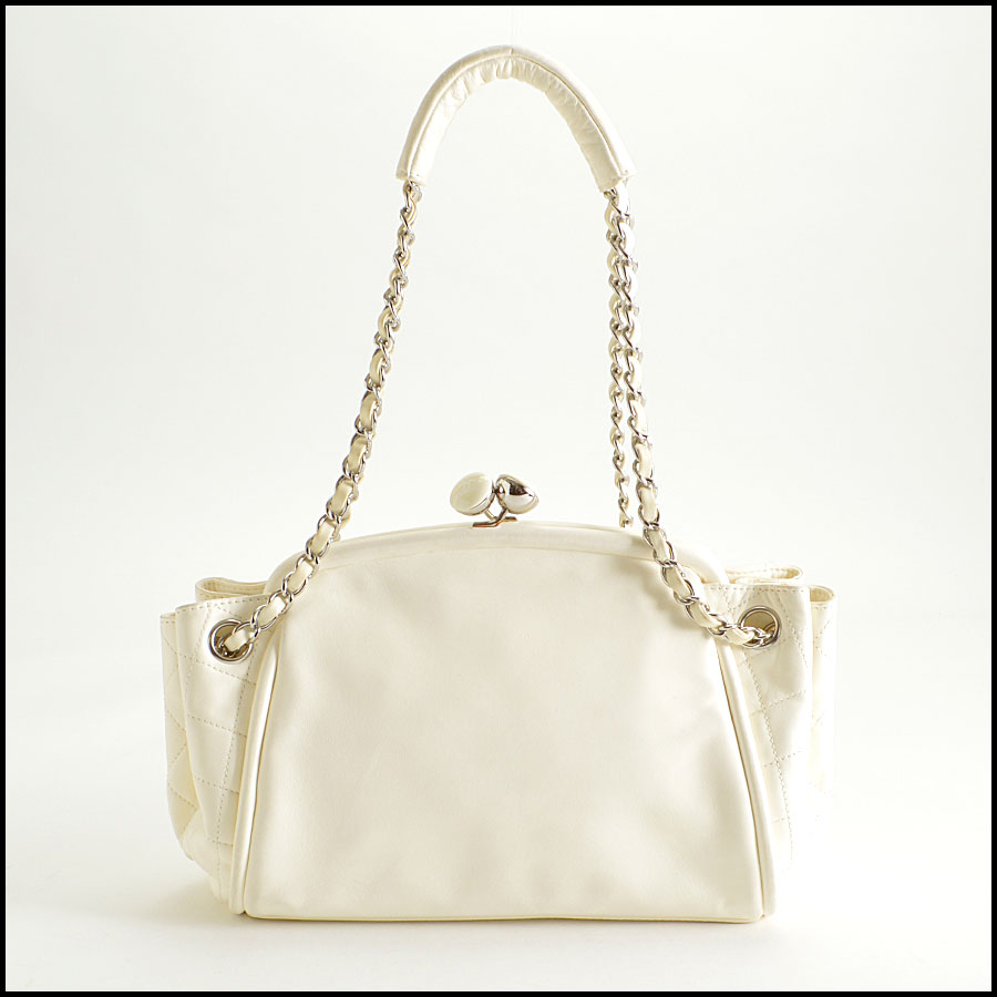 RDC8379 Ivory Lambskin Kisslock Shoulder Bag