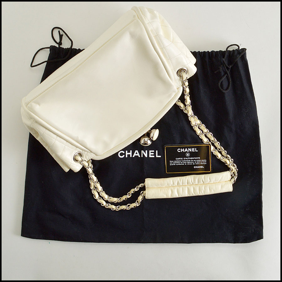 RDC8379 Ivory Lambskin Kisslock Shoulder Bag extras
