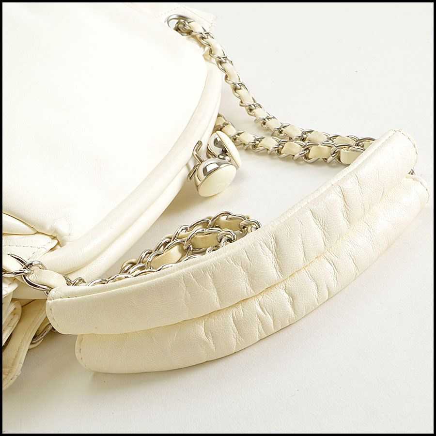 RDC8379 Ivory Lambskin Kisslock Shoulder Bag handle