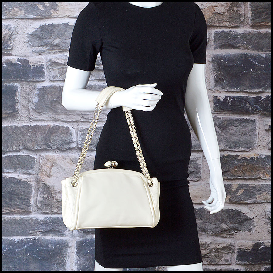 RDC8379 Ivory Lambskin Kisslock Shoulder Bag model