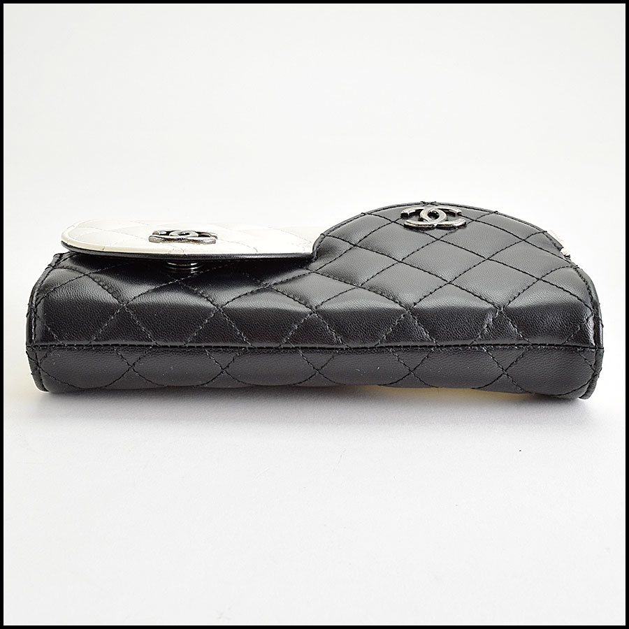 RDC9412 Chanel Black Ying Yang Bag bottom