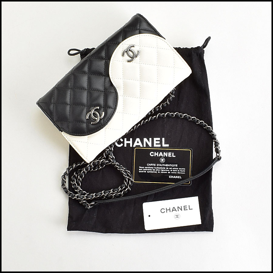 RDC9412 Chanel Black Ying Yang Bag includes