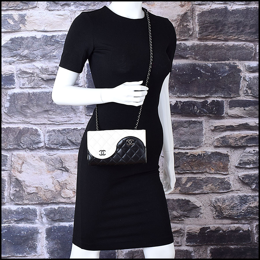 RDC9412 Chanel Black Ying Yang Bag model