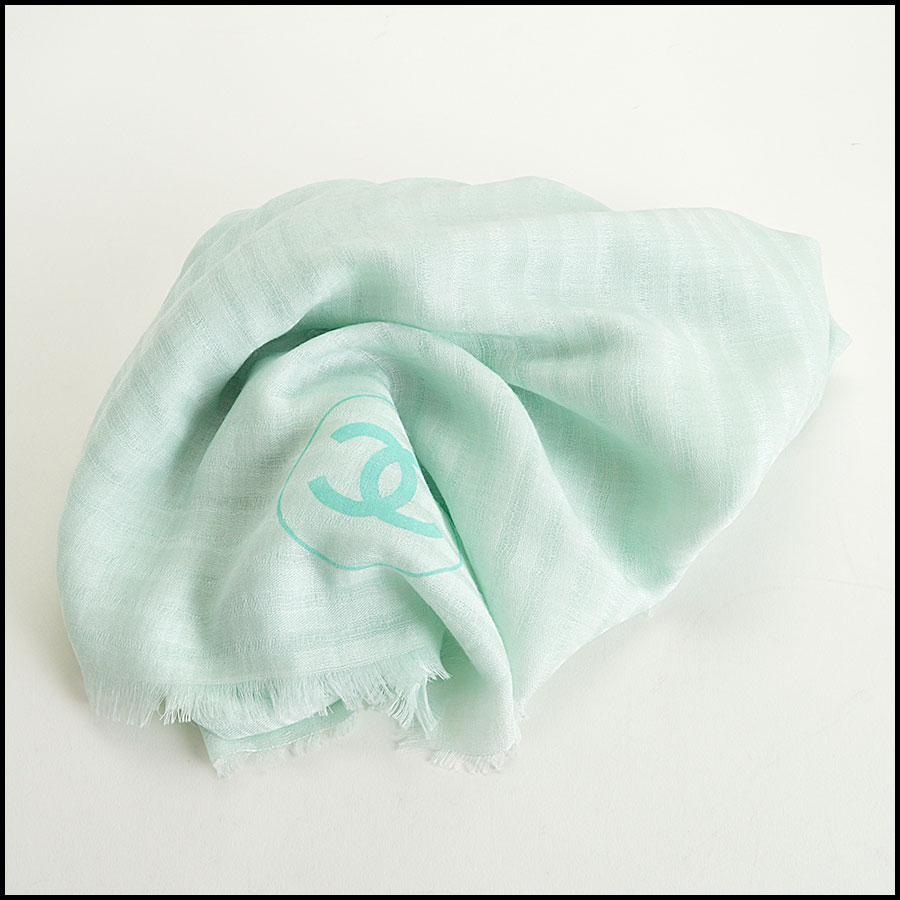 RDC8004 Light green stripes and logo scarf fold