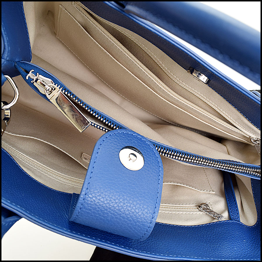 RDC9066 Chanel Neo Blue Tote inside