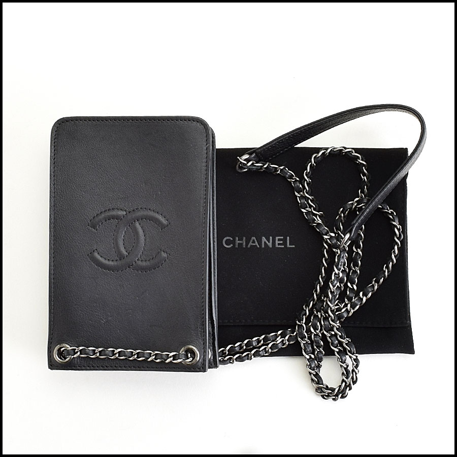 RDC9413 Chanel Iphone Case includes