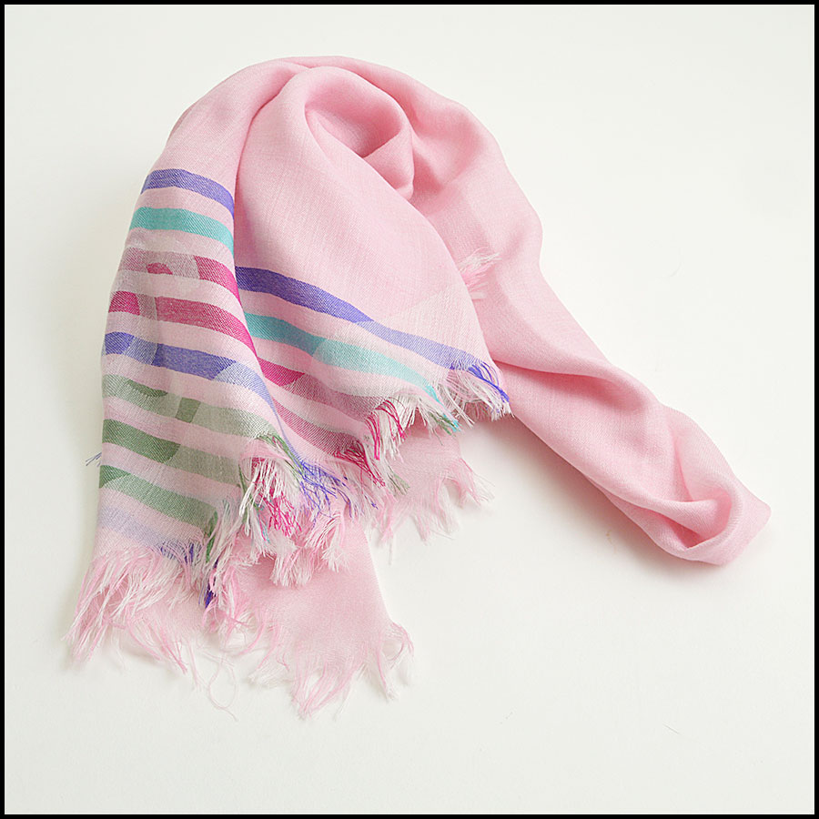 RDC8774 Chanel striped Triangle Scarf fold