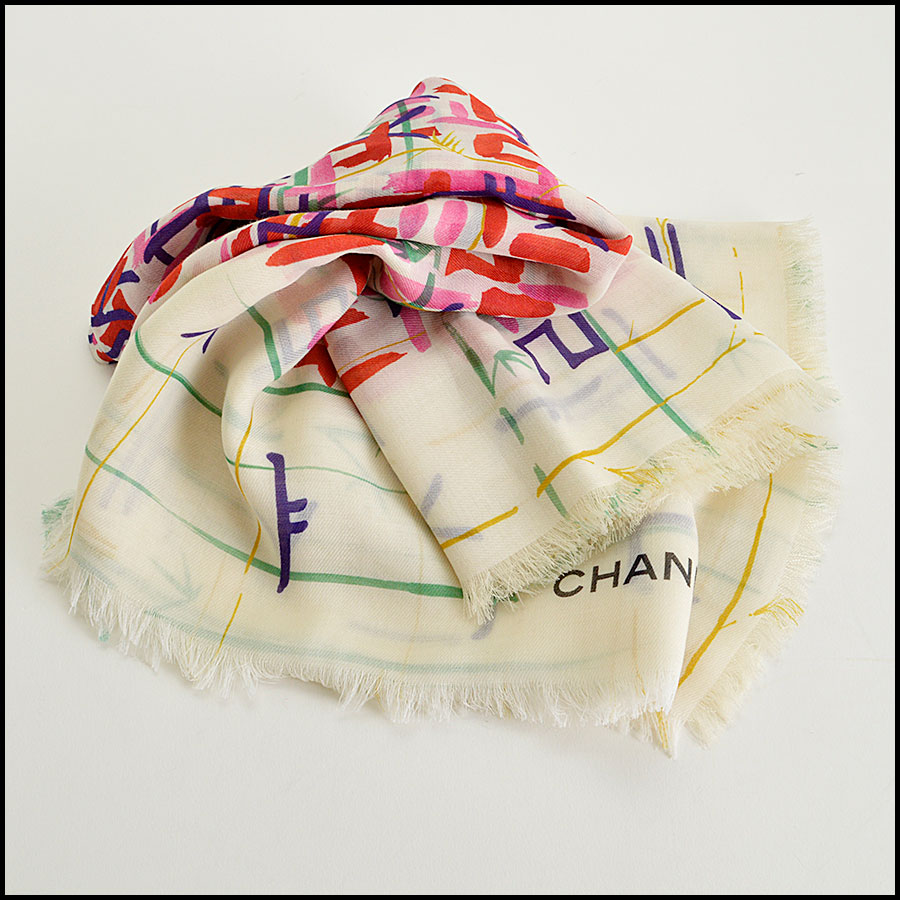 RDC8019 Chanel cream/red brush strokes shawl fold