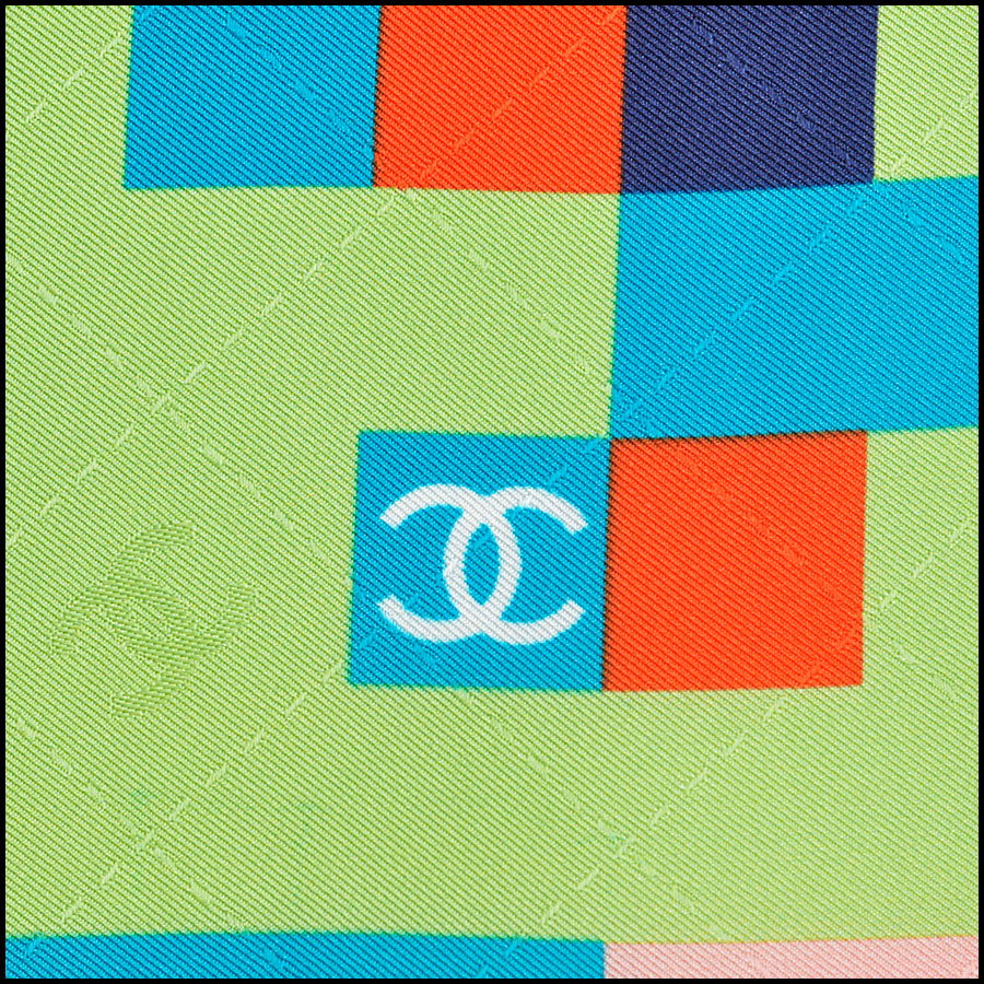 RDC8743 Chanel sorbet pixalated scarf close up