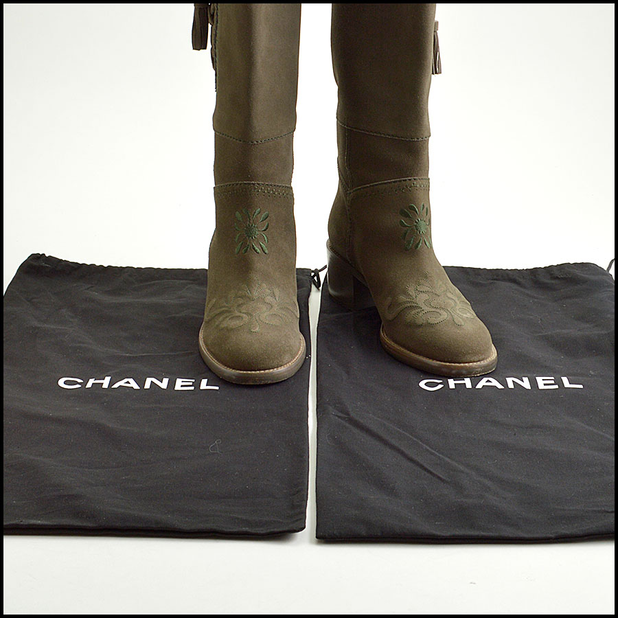 RDC8858 Chanel Green Boots includes