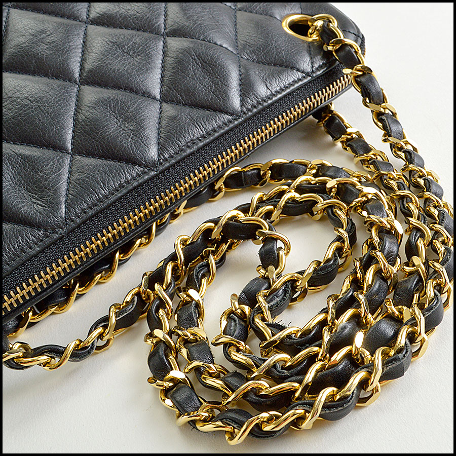 RDC8422 Chanel Vintage Black Quilted Bag handle