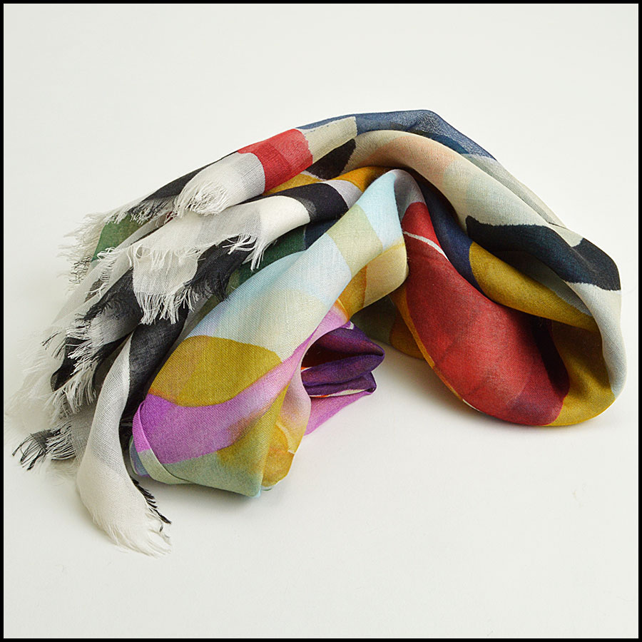 RDC8786 Chanel Water Color Flowers Scarf fold
