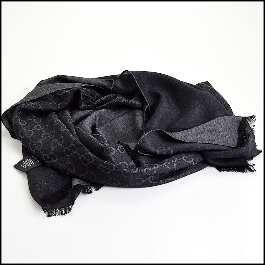 RDC9493 Gucci Grey and Black GG Monogram Wool Stole  fold