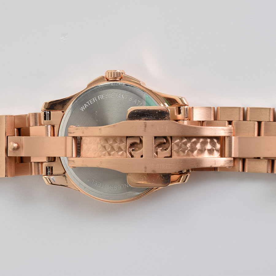RDC9558 Gucci Gold Watch close up