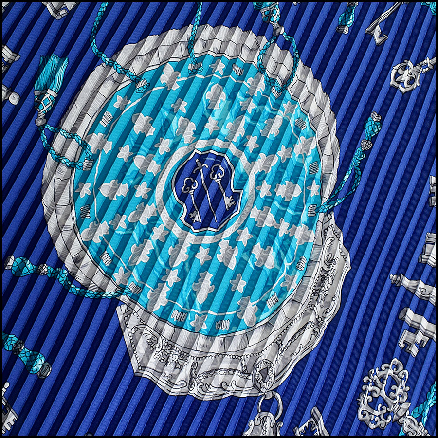RDC9639 Hermes Blue Les Cles Plisse Silk Scarf close up