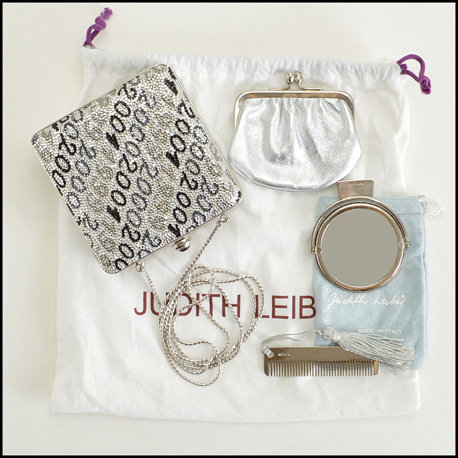 RDC8962 Judith Leiber Clutch includes
