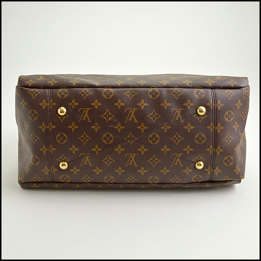 RDC8793 Louis Vuitton LV Monogram Artsy MM bottom