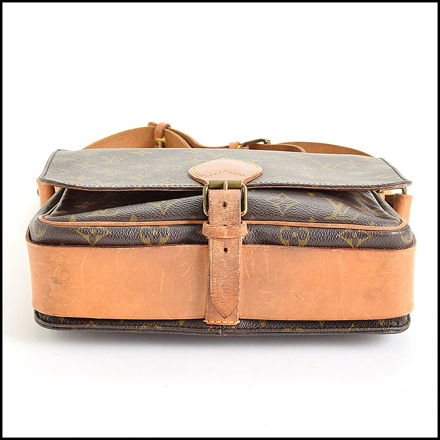 RDC9543 Louis Vuitton Cartouchiere bottom