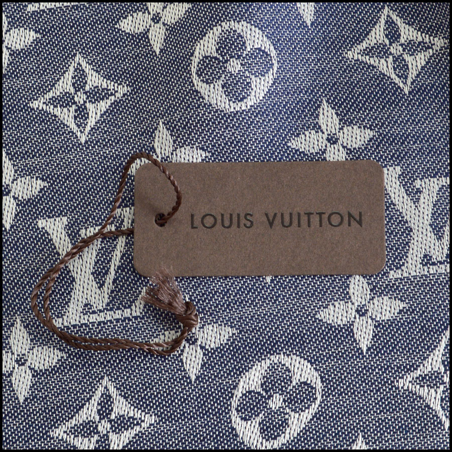 RDC8372 Louis Vuitton Denim Blue and Ivory Shawl tag