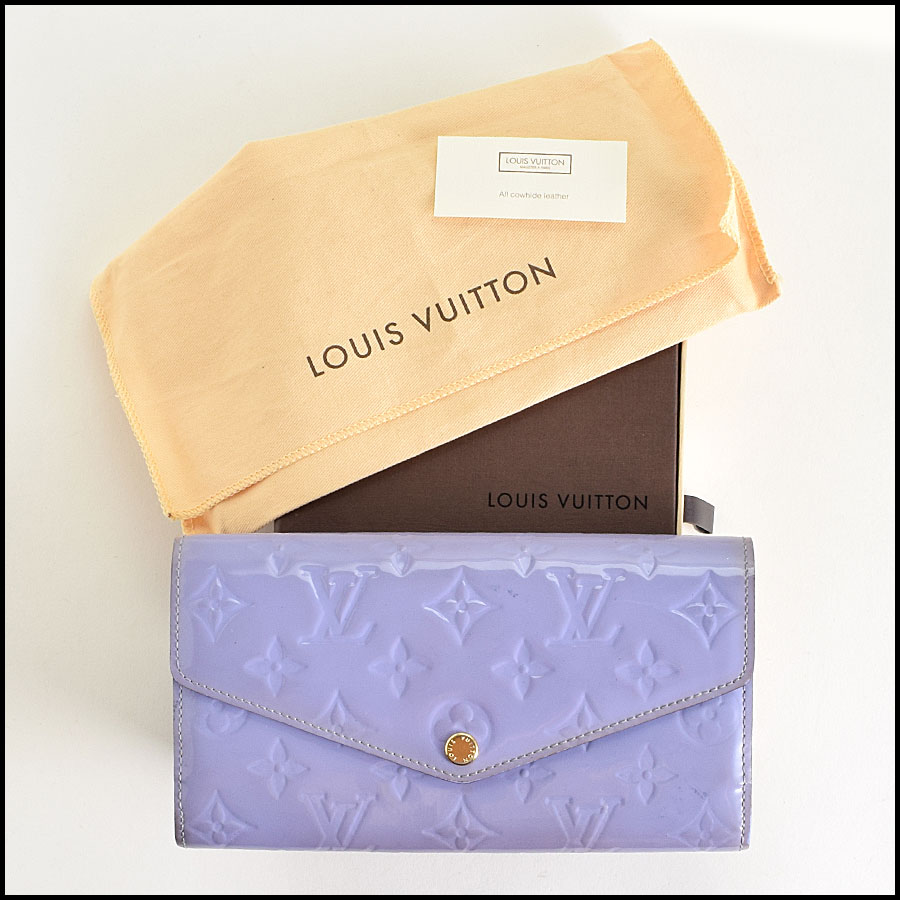 RDC9180 Louis Vuitton Vernis Wallet includes