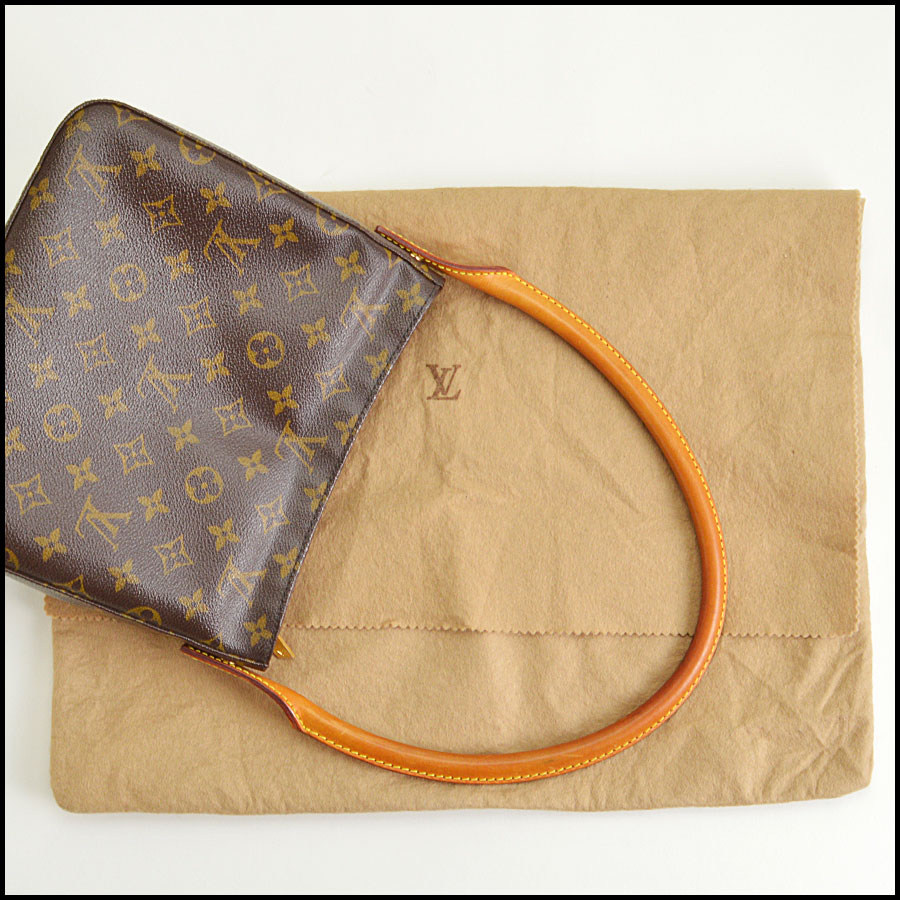 RDC8682 Louis Vuitton Looping MM includes