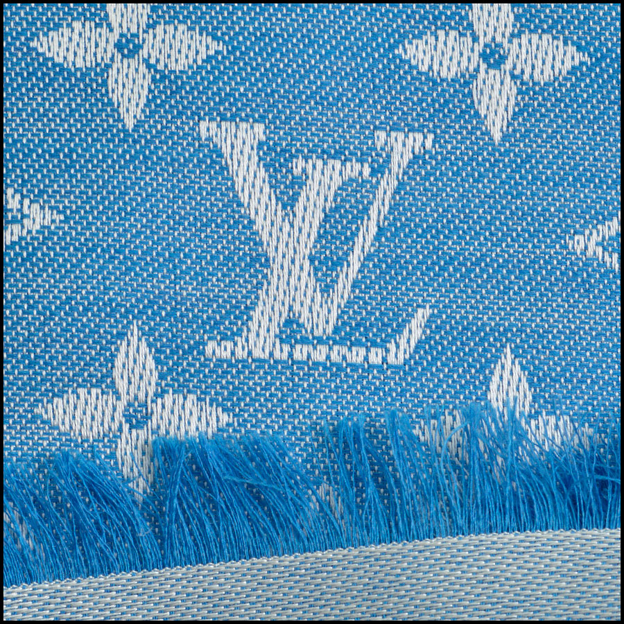 RDC8952 Louis Vuitton Large Scarf close up