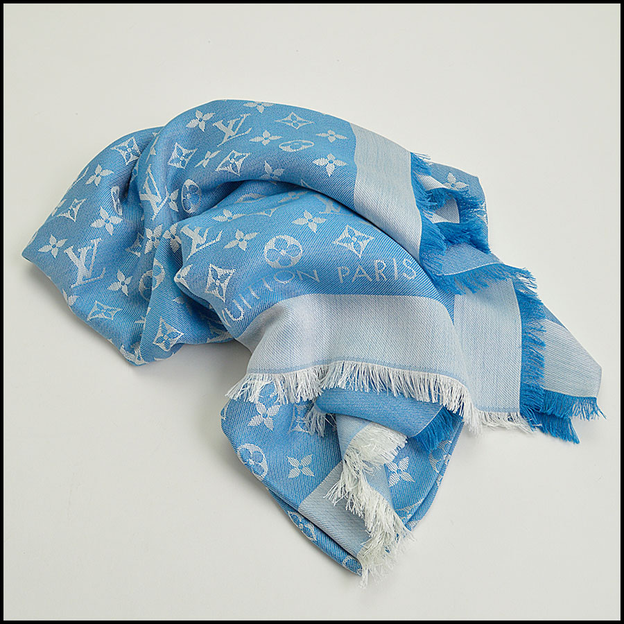RDC8952 Louis Vuitton Large Scarf fold