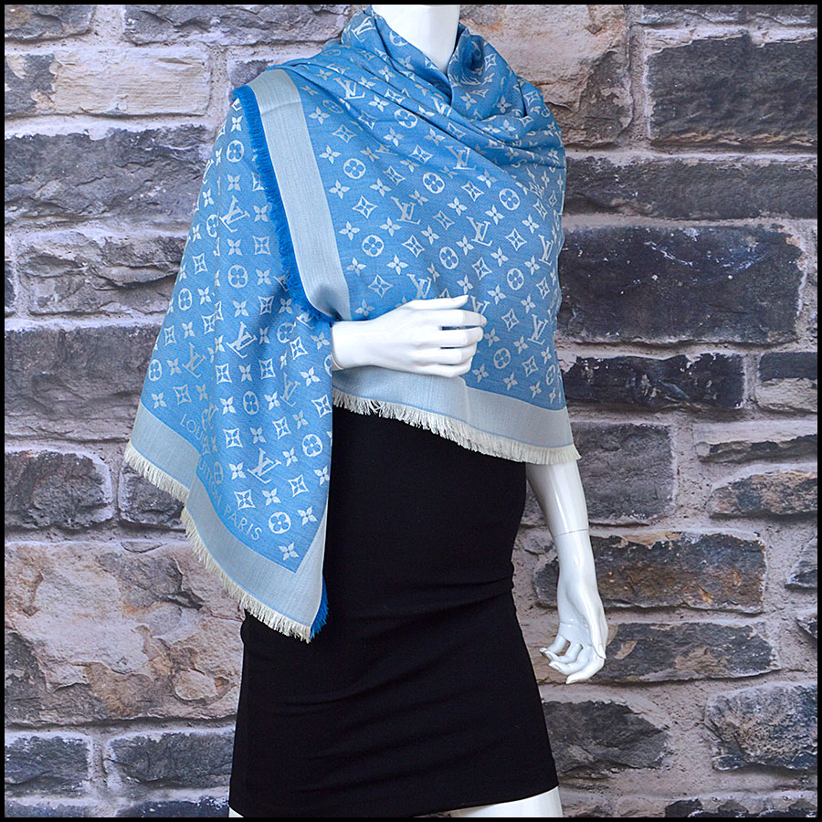 RDC8952 Louis Vuitton Large Scarf model