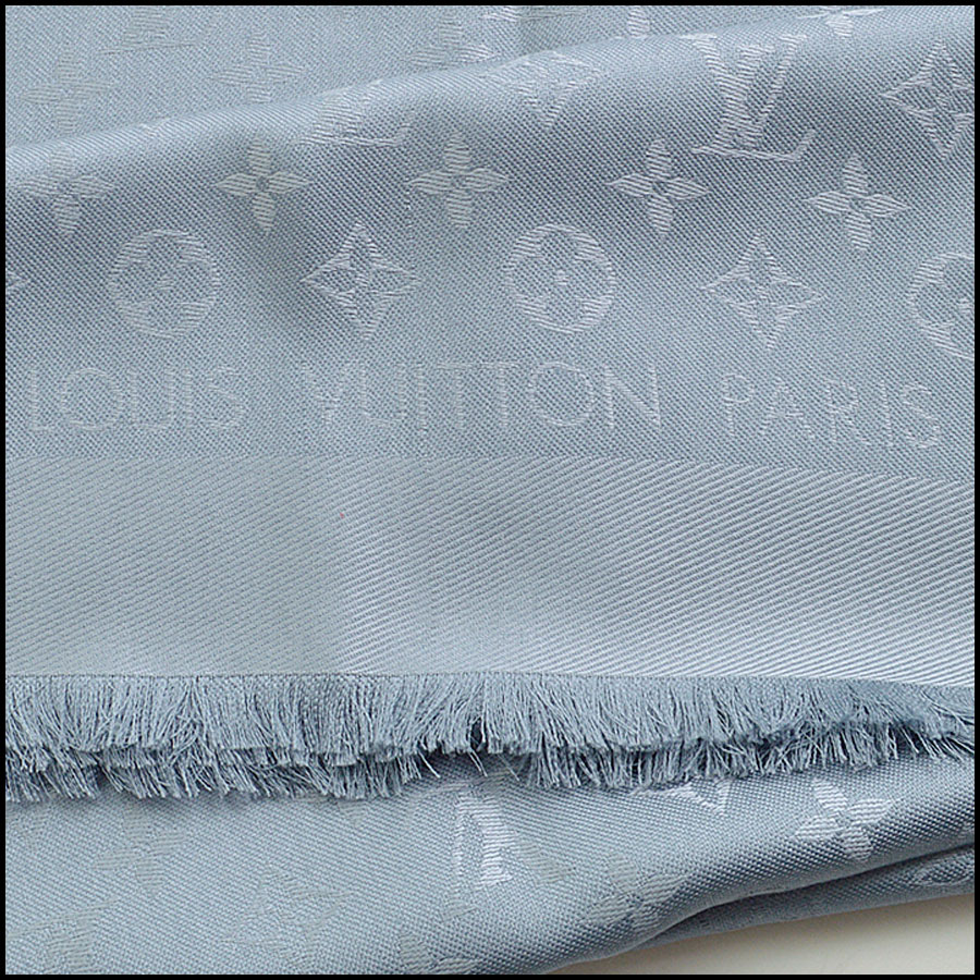RDC9179 Louis Vuitton Grey Monogram Shawl logo