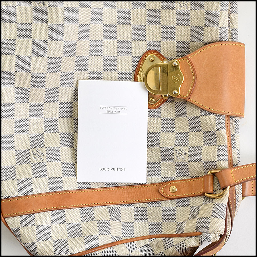 RDC9536 Louis Vuitton Stressa includes