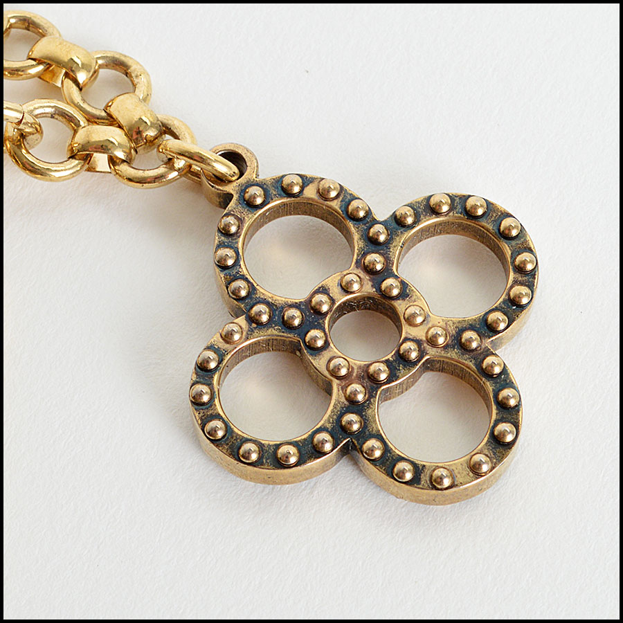 Louis Vuitton Tapage Charm Closeup1