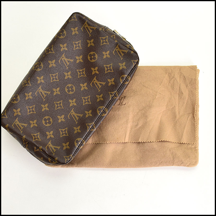 RDC9284 Louis Vuitton Toilette includes