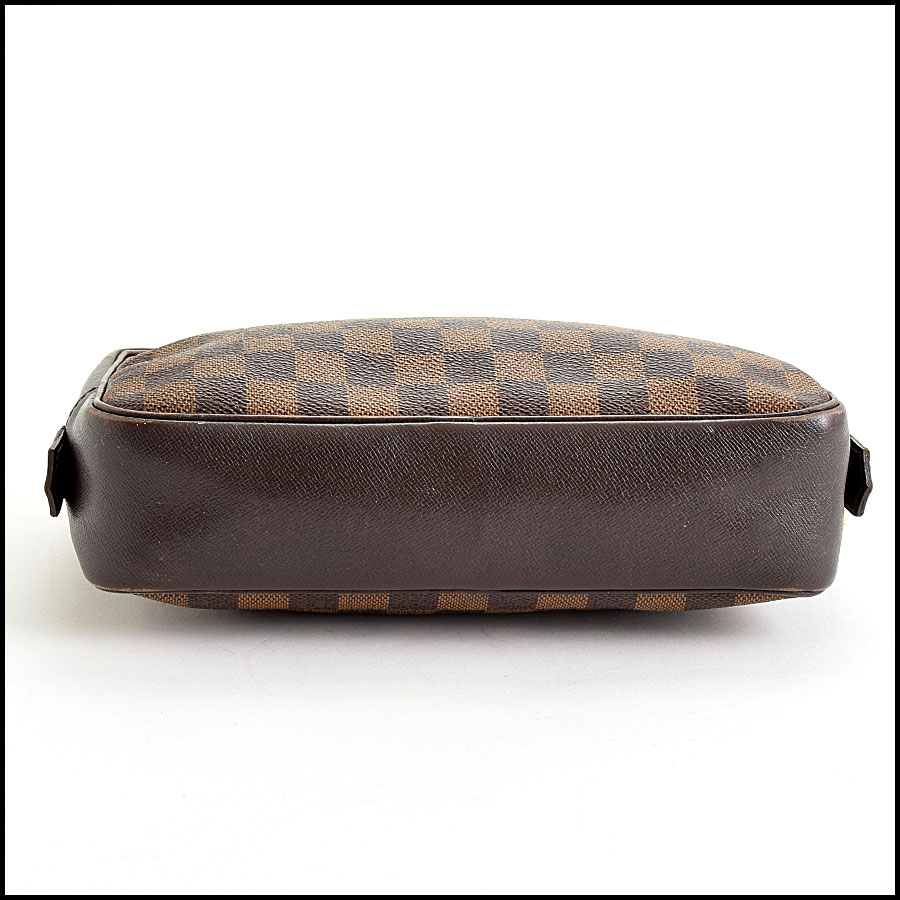 RDC9627 Louis Vuitton Damier Ebene Trousse Toilette 23 bottom