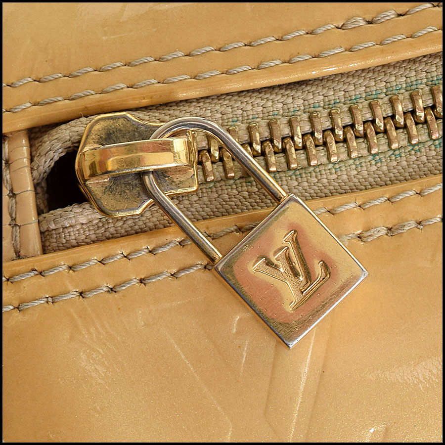 RDC9221 Louis Vuitton Vernis Bedford close up