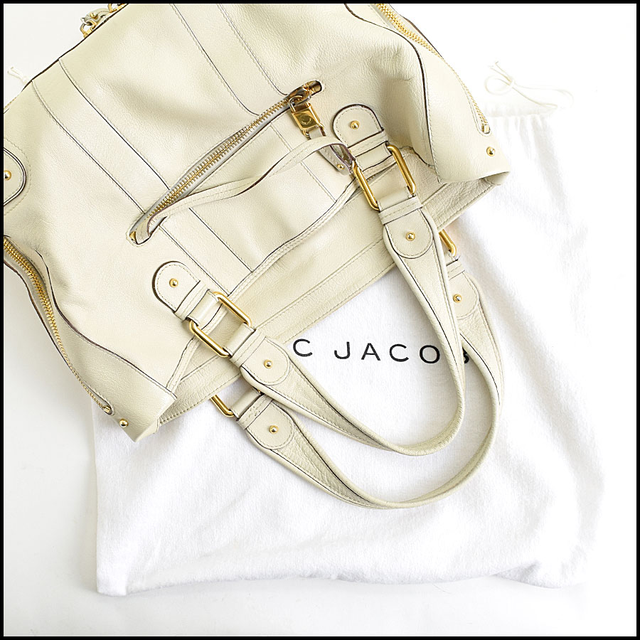 RDC9637 Marc Jacobs Ivory Zip Tote  includes 2