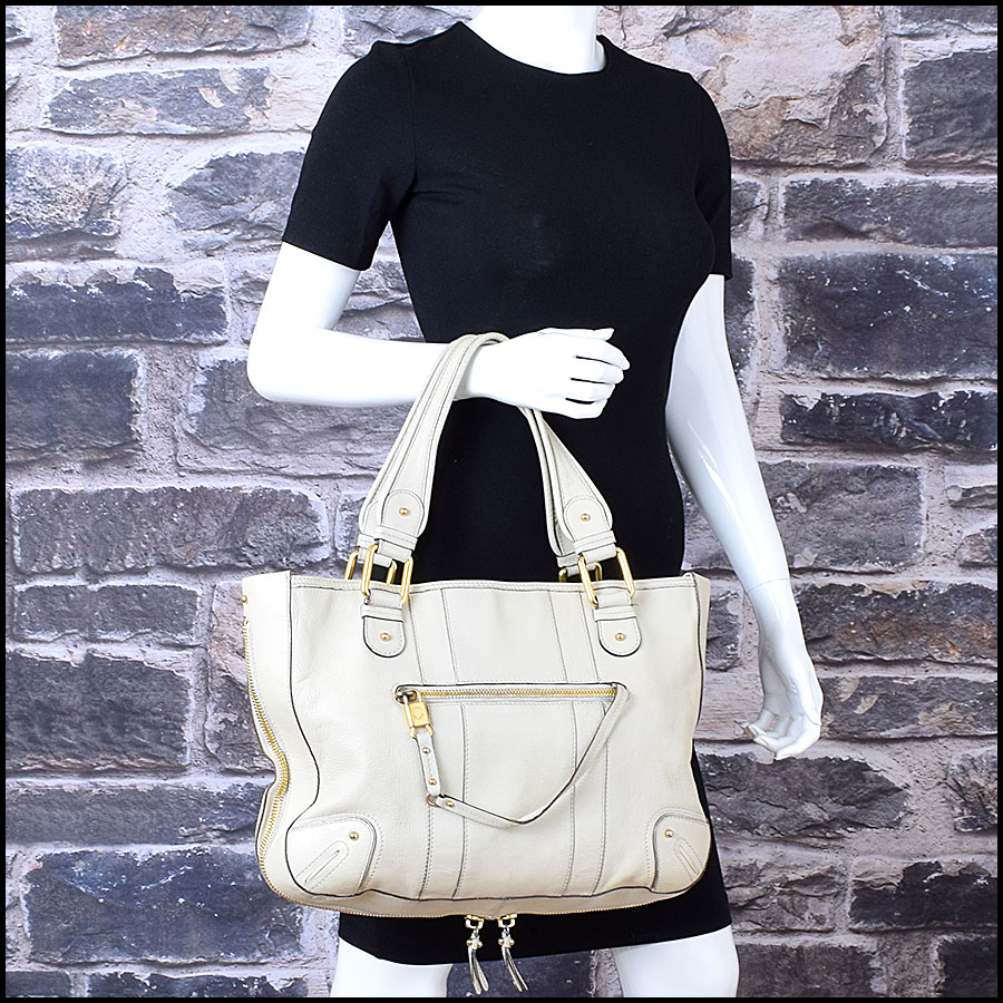 RDC9637 Marc Jacobs Ivory Zip Tote  model