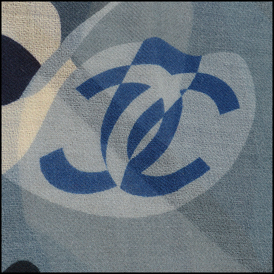 RDC10168 Chanel BBG Cashmere Shawl close up