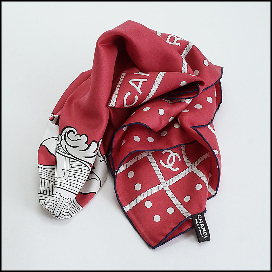 RDC10131 Chanel Red Lion Crest fold