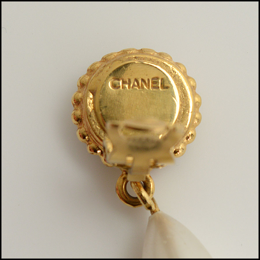 RDC10483 Chanel Pearl Drop Clip On Earrings tag 1
