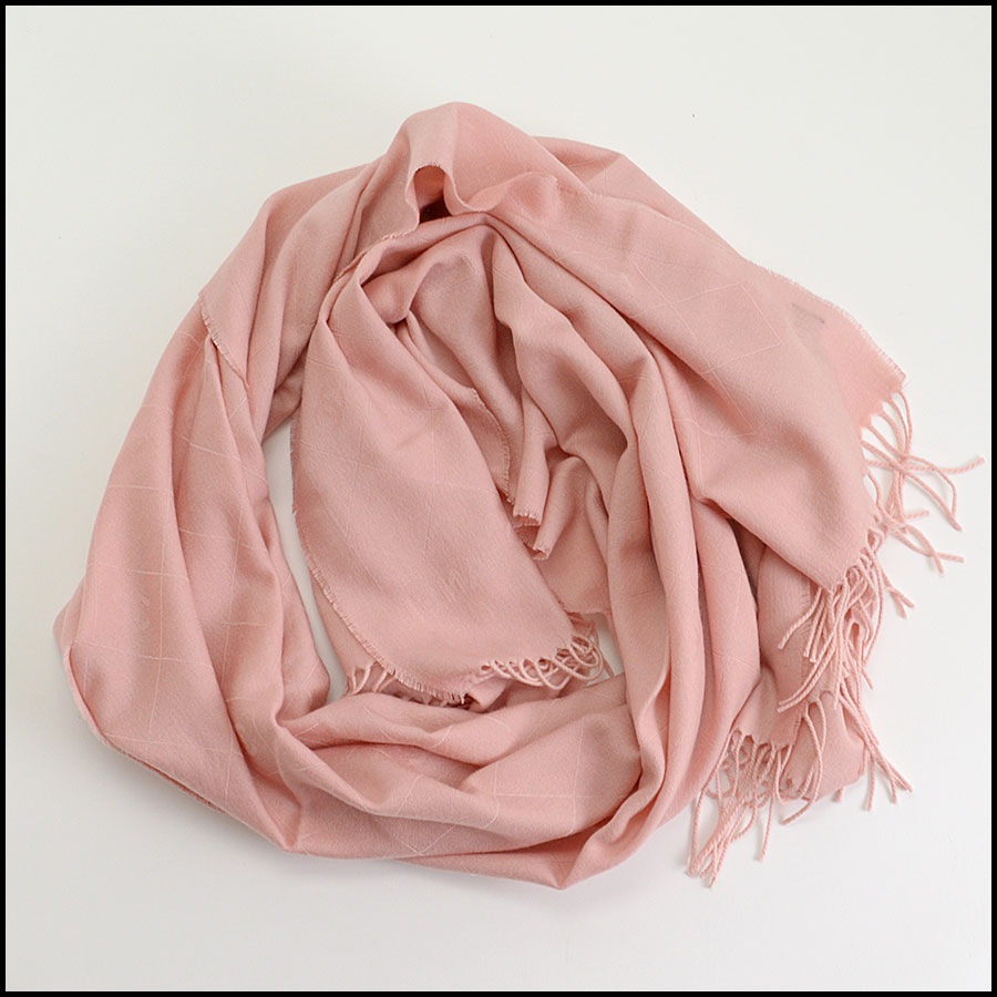 RDC10323 Chanel Pink Cashmere/Silk Fringed Wrap fold
