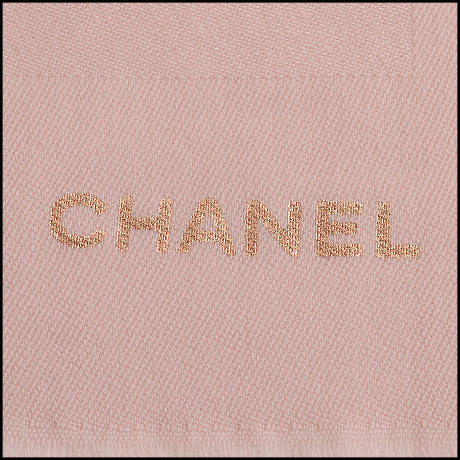 RDC11093 Chanel Pink Rose Gold Stamped Logo Wool Scarf close up