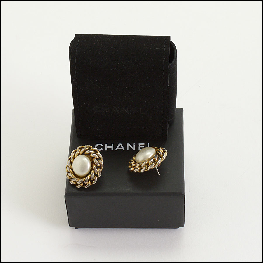 RDC10423 Chanel Round Pearl/Chain Post Earrings