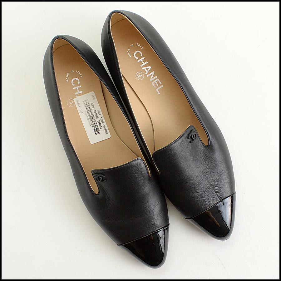 RDC11301 Chanel Black Leather Loafers Size 42 top